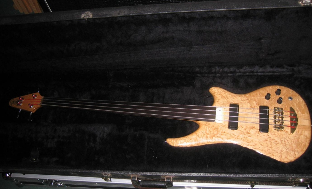 Essence 4 fretless