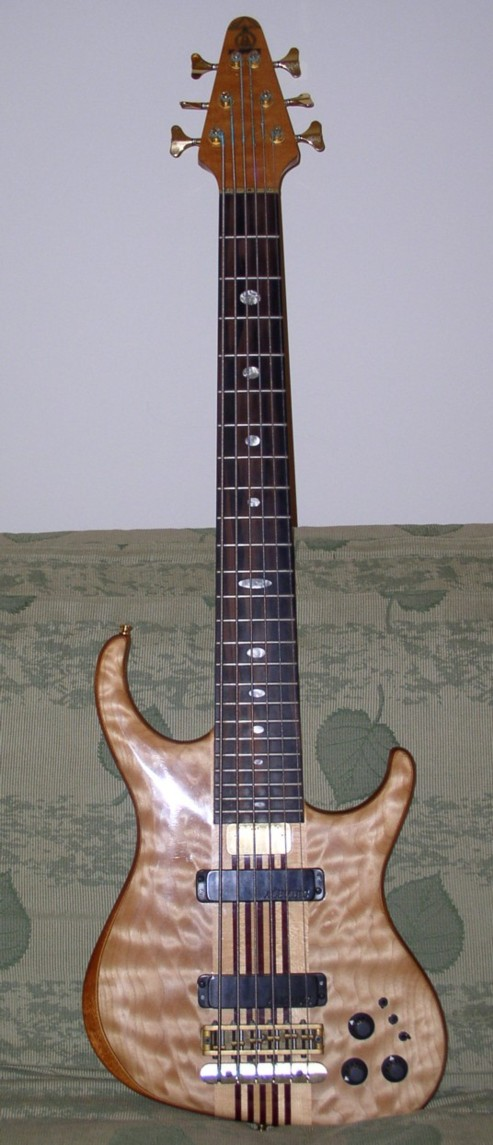 Even with her very old strings she has incredible sustain and tone